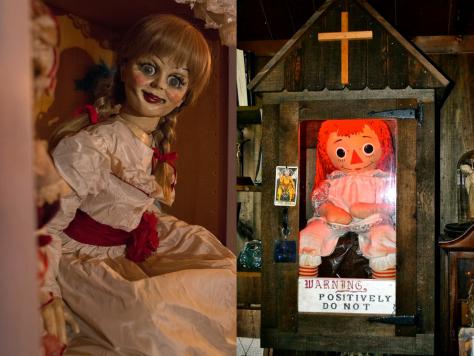 À esquerda, a boneca feita exclusivamente para os filmes. à direita, a boneca real, que chega até ser bonitinha!